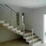 Decoração moderna de escada  (Foto: Divulgação).