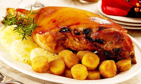 Uma ceia de Natal completa pode ter como prato principal um pernil (foto: Divulgação)