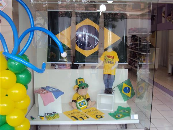 decoracao bonita vitrine copa do mundo (Custom)