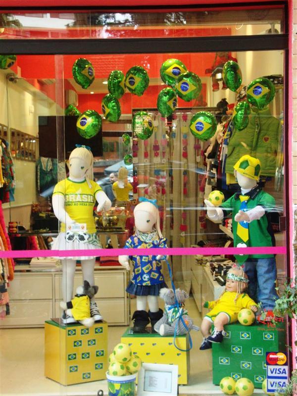 loja infantil decorada para copa do mundo (Custom)