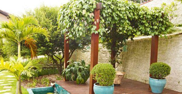 Construir pergolado de madeira não é tão difícil (Foto: construirmaispormenos.uol.com.br)