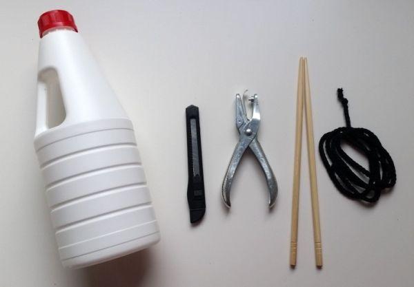 Alimentador de pássaros com reciclagem é funcional e muito interessante (Foto: dreamalittlebigger.com)