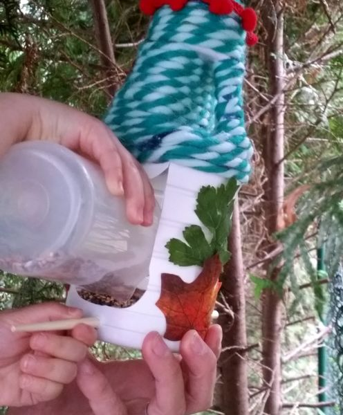 Como Fazer Alimentador de Pássaros com Reciclagem           9