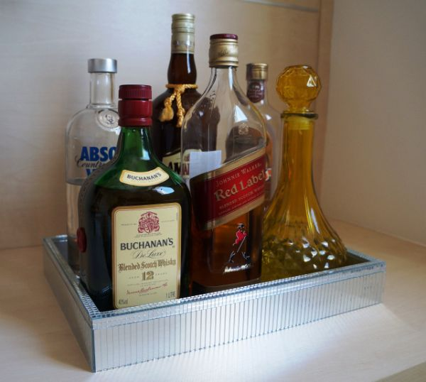 Comece já a decorar bandeja de MDF com espelho (Foto: eudouadica.com)
