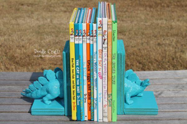 Suporte para livro infantil é funcional, mas também serve como objeto de decoração (Foto: doodlecraftblog.com)