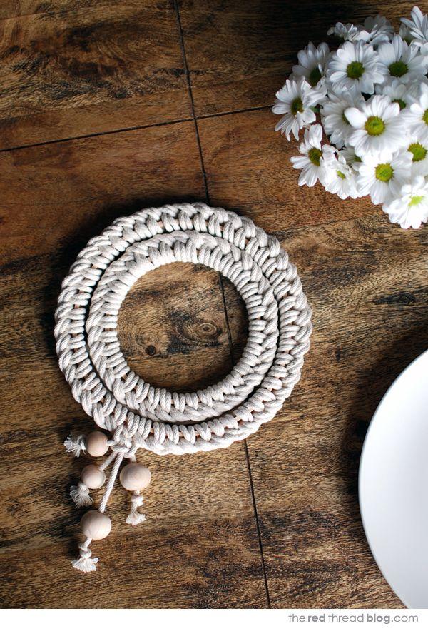 Faça já este diferente descanso de panela feito com corda (Foto: we-are-scout.com)