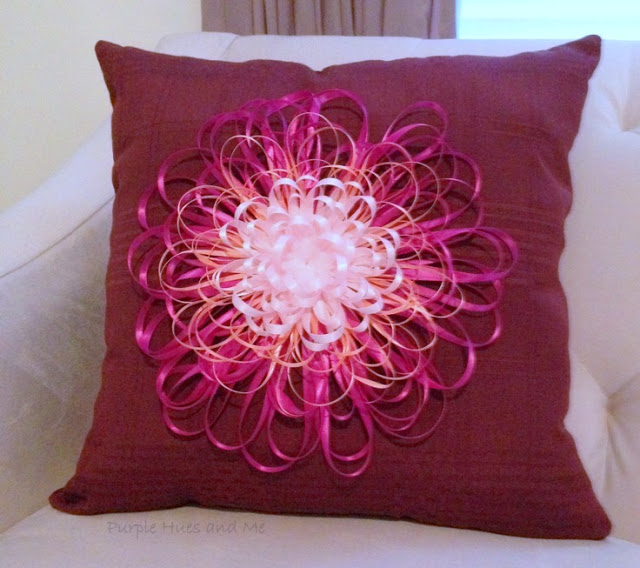 Esta flor de fita decorativa pode decorar qualquer item (Foto: plumperfectandme.com)
