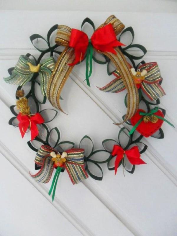 ideias-de-artesanatos-natalinos-usando-rolos-de-papel