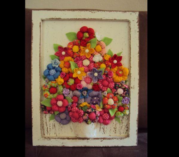 quadro com flor de fuxico
