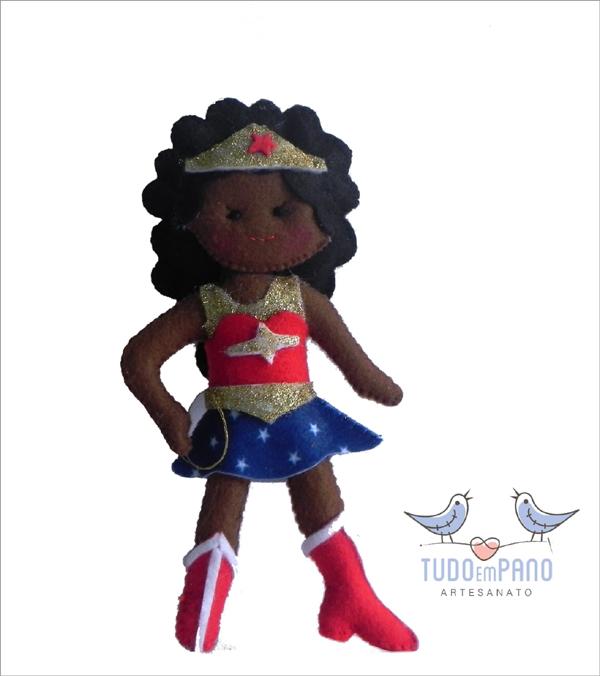 boneca de feltro mulher maravilha