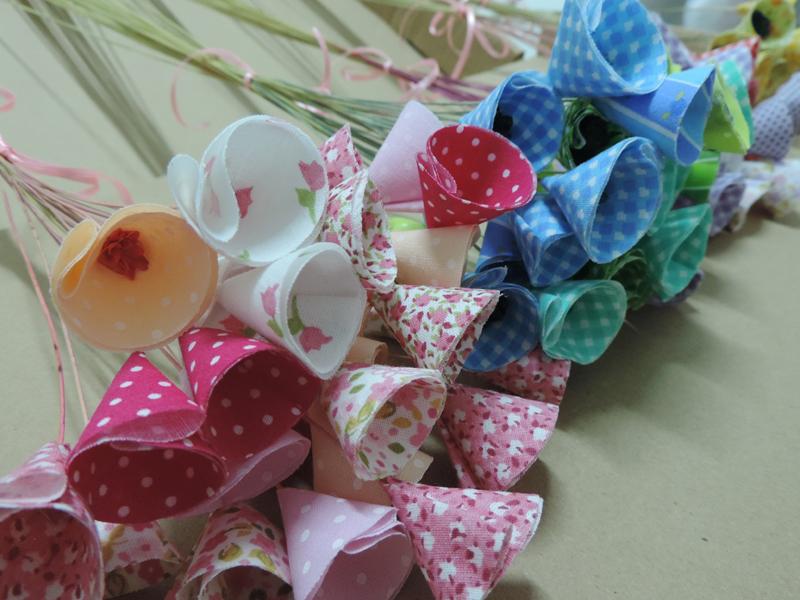 flores com tecido pequenas