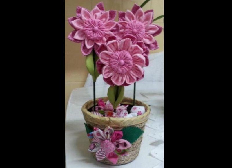 vaso com flores com tecido