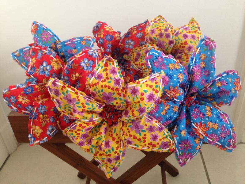 flores com tecido chita