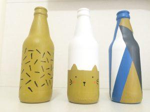 garrafa de vidro com gatinho