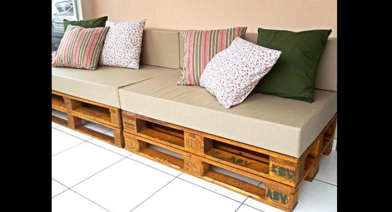 sofá de palete almofadas