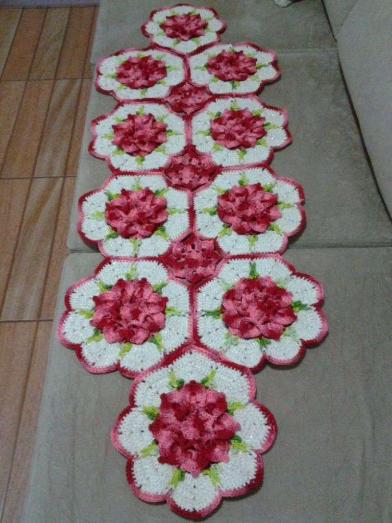 Centro de mesa de crochê com flores lilas 25