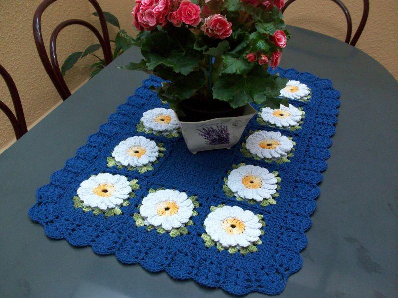 Centro de mesa de crochê retangular com flores 5