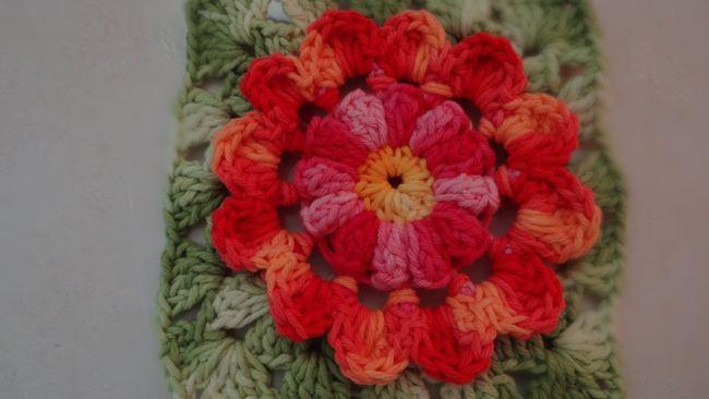 flor de croche vermelho 10