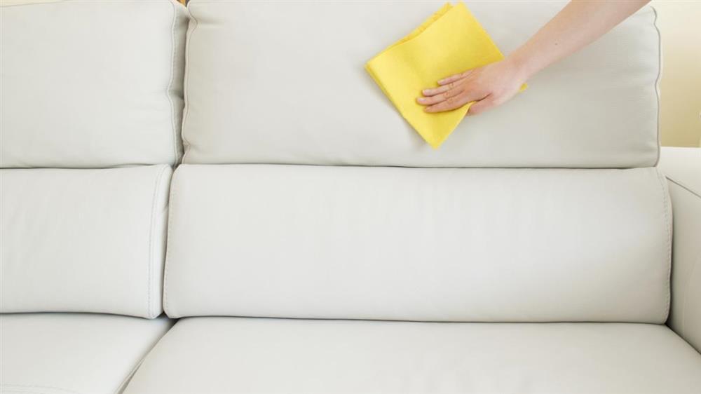 como limpar sofá com vinagre