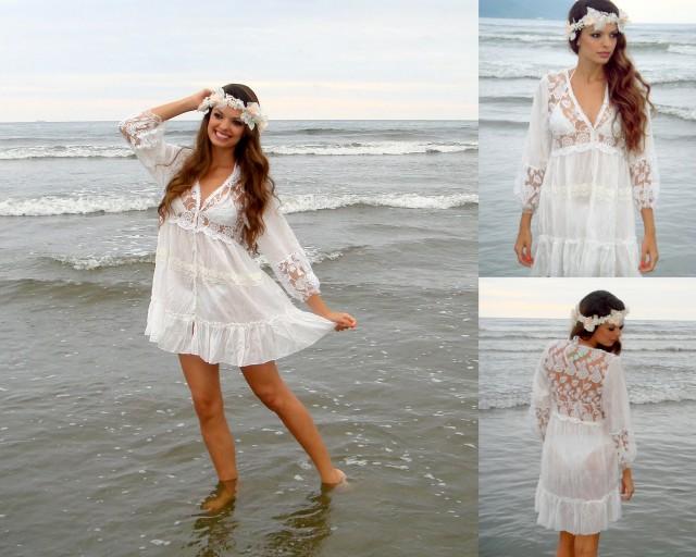 Vestido branco de renda longo praia