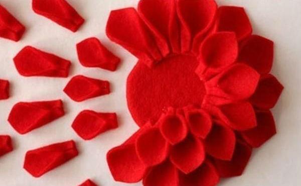 Almofadas de flor em feltro