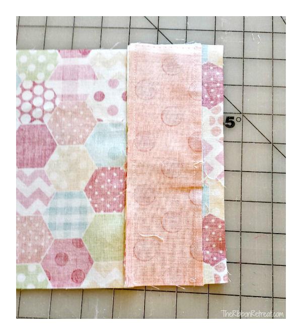 Capa de tecido para caderno com porta caneta passo 3