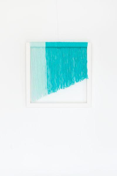 Quadro de lã pode ter a cor ou a combinação de cores de sua preferência (Foto: aparedeindecisa.com.br)