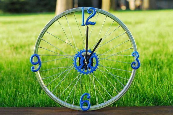 Aposte logo nesta ideia simples para fazer relógio decorativo (Foto: ehow.com)