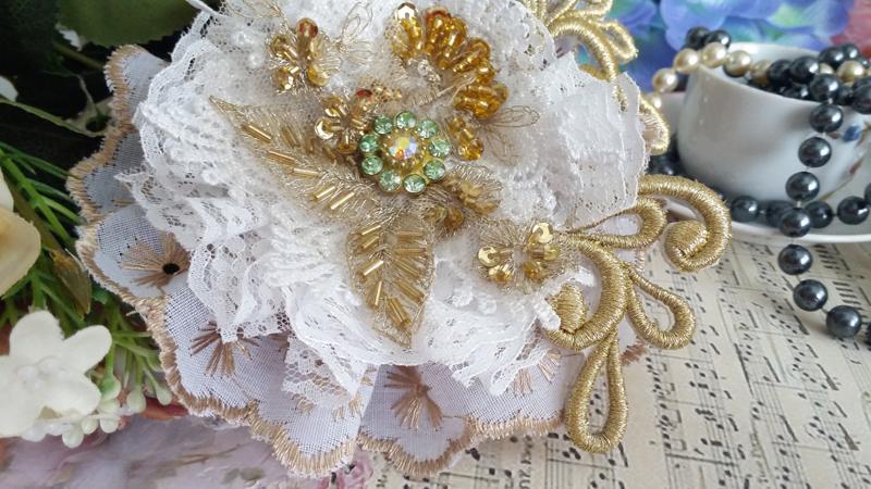 flores com tecido renda