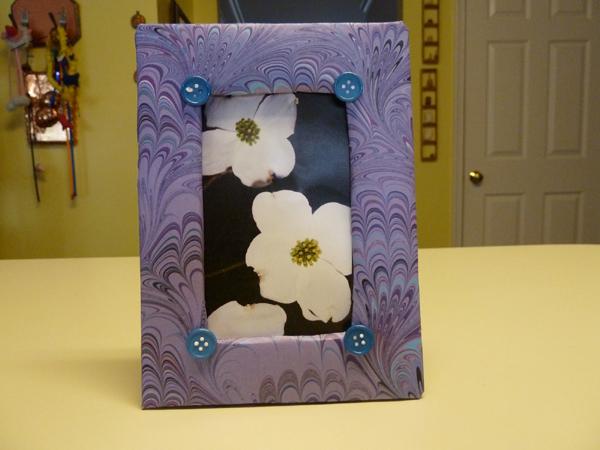 Porta retrato em papelão florido