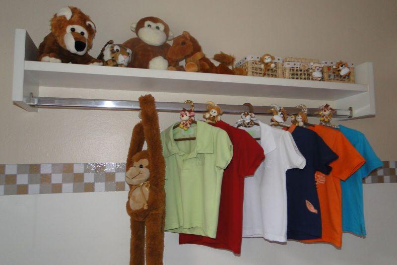 prateleira para quarto de bebe roupa