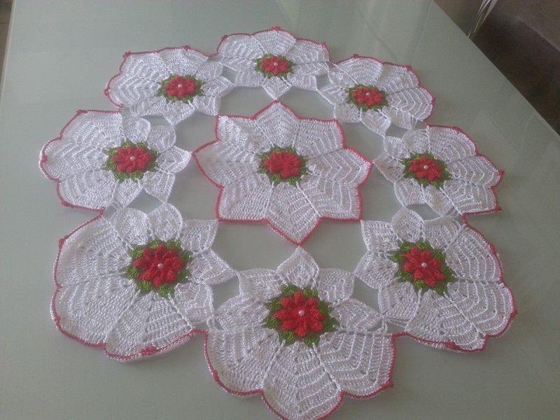 Centro de mesa de crochê com flores brnacas 13