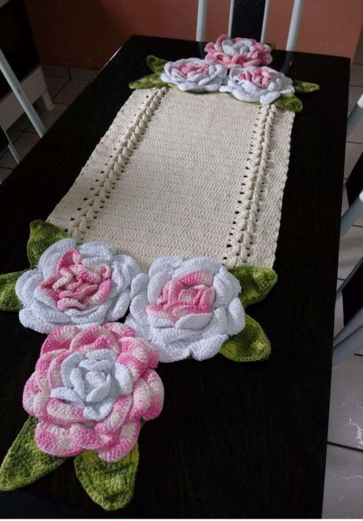 Centro de mesa de crochê com flores grandes 23
