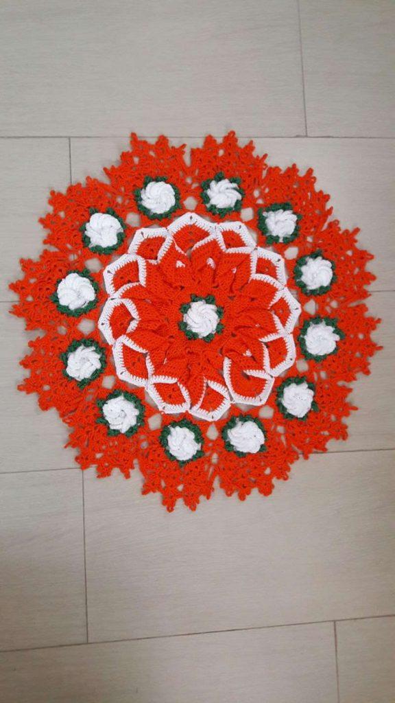 Centro de mesa de crochê com flores repolhudas 22