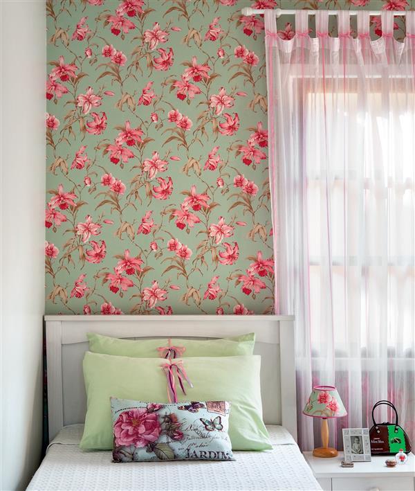 como colar tecido na parede do quarto